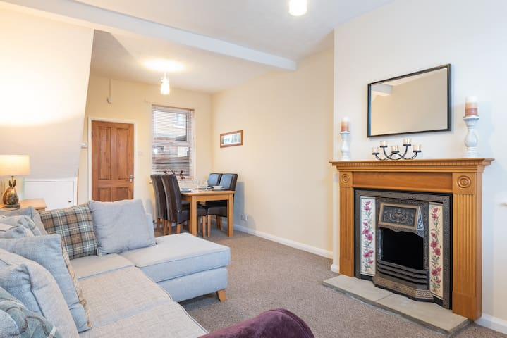 Cosy house for 5 in York, free street parking