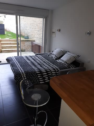 Caen centre studio moderne et calme avec terrasse