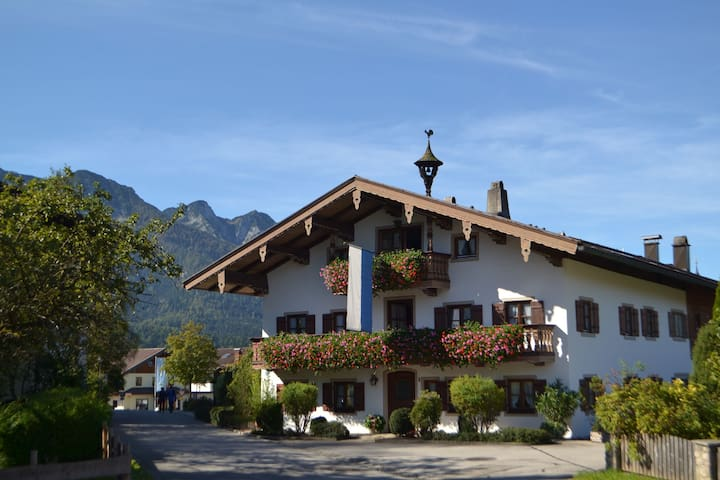 "Cosy Apartment ""Beim Kreuzfelder Gambskogel"" with Wi-Fi, Garden, Balcony & Mountain View; Parking Available"