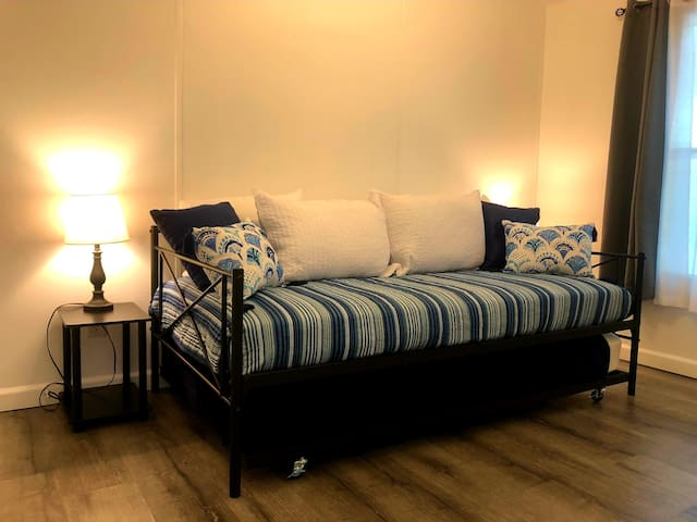 Bedroom 3 Daybed with trundle Sleeps 2