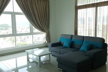 Cozy Room with Airport View - Batu Maung - Apartament