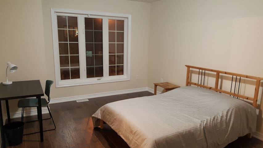 Master Bedroom near York Uni/Vaughan Metro
