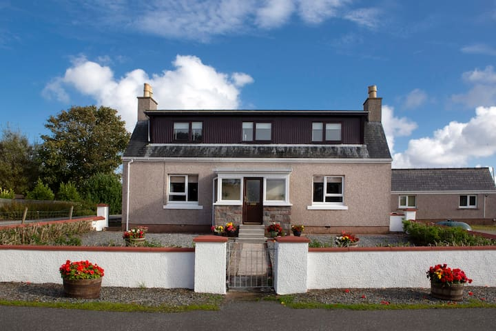 Smith Cottage - 26 North Street - Stornoway