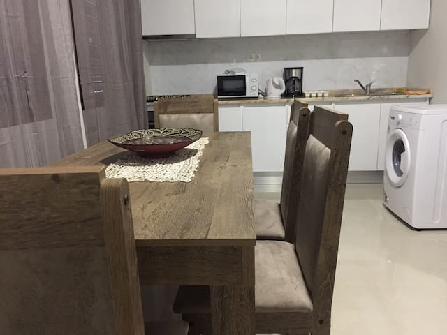 Luna Apartment - Modern & close to the beach