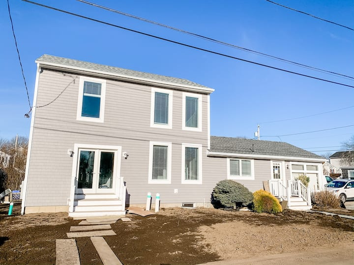 Stunningly Renovated 4 Bdrm! Walk to Scarborough!