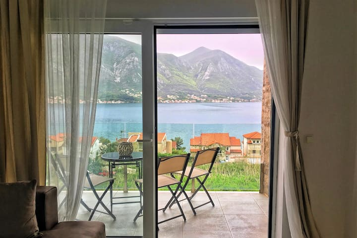 Cosy apartment with panoramic view of Kotor Bay