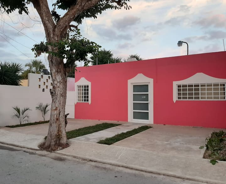 Casa rosa. 2 habs, Wifi, TV, A/C. Cholul, Mérida.