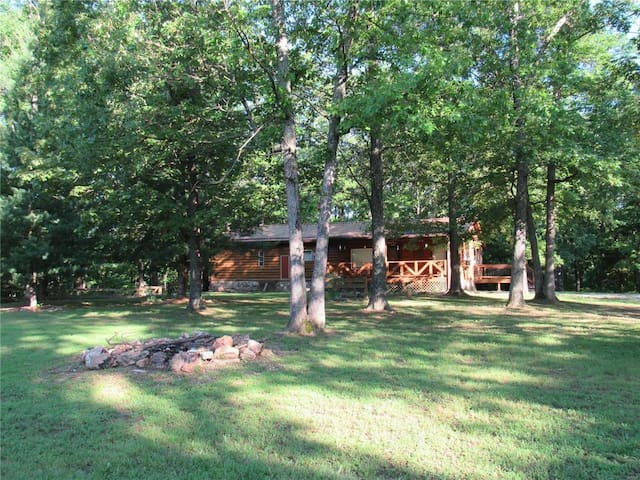 Family Hideaway in the Woods with Fishing Pond