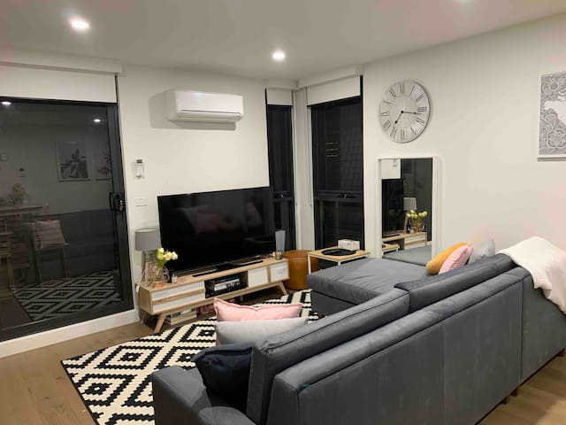 Entire one bedroom apartment in Brunswick West