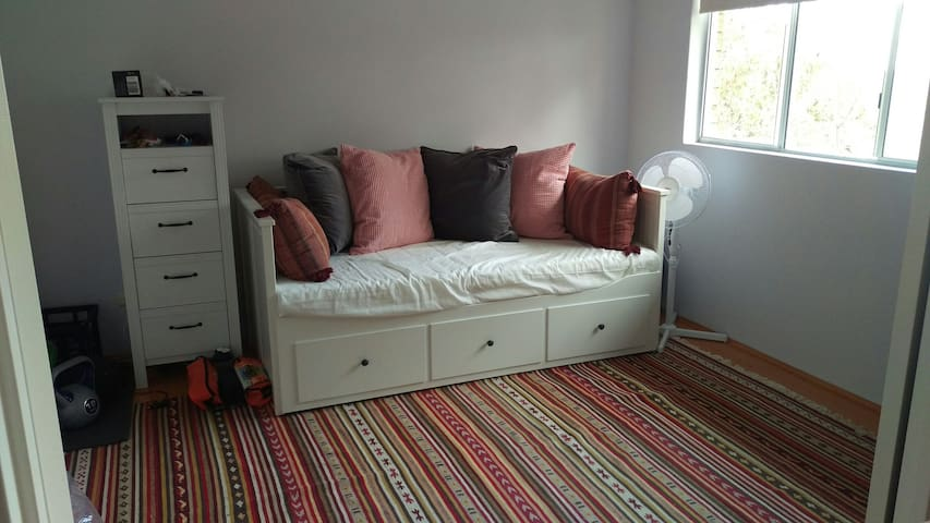 Bright room in Miranda, close to shops & transport - Miranda