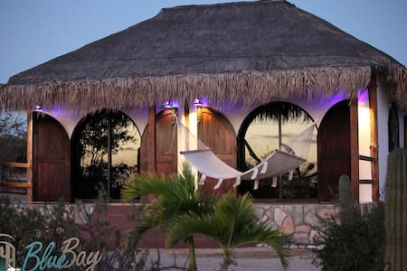 Bungalow with nice view of the sea and montain - El Sargento - Bungalov