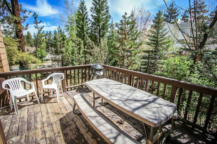 *SUMMIT PINES~TRI-LEVEL RESORT CONDO~Walk to Lift~
