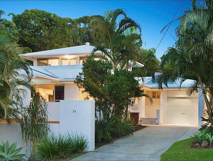 Stylish  Byron Bay Home with a Vista