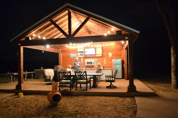 BRAZOS RIVER VACATION HOME (Strict 14 Max Person) - Weatherford