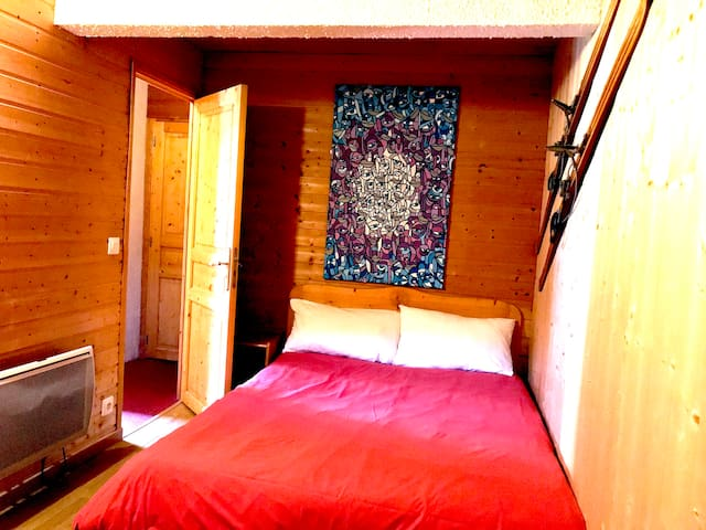 Bedroom 3 with double bed / Chambre 3 avec lit double