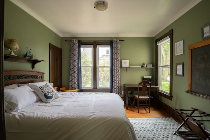 """The taste of Sheboygan County themed room has our """"5 kids 5 picks"""" of their favorite things to do in the county. There is also a queen sized bed and a desk in the room."""