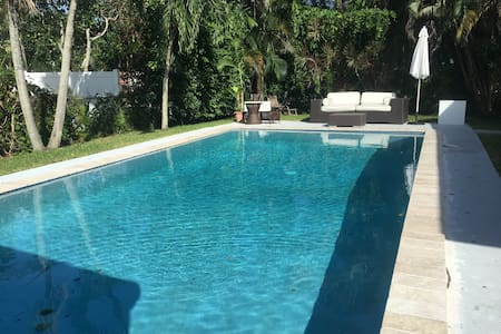 Beautiful 3 bedroom house with pool - Biscayne Park