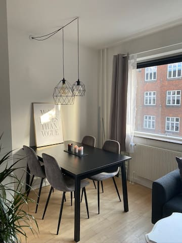 Cosy apartment in central upcoming neighborhood