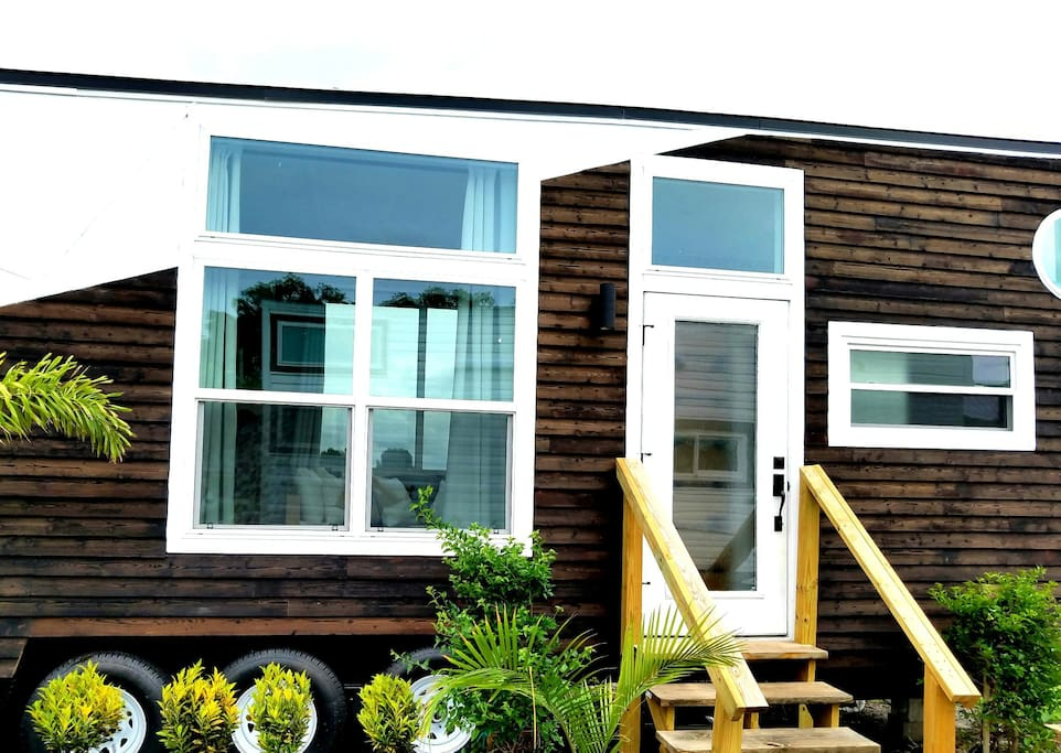 Orlando venice tiny house tiny houses for rent in for Small homes in florida