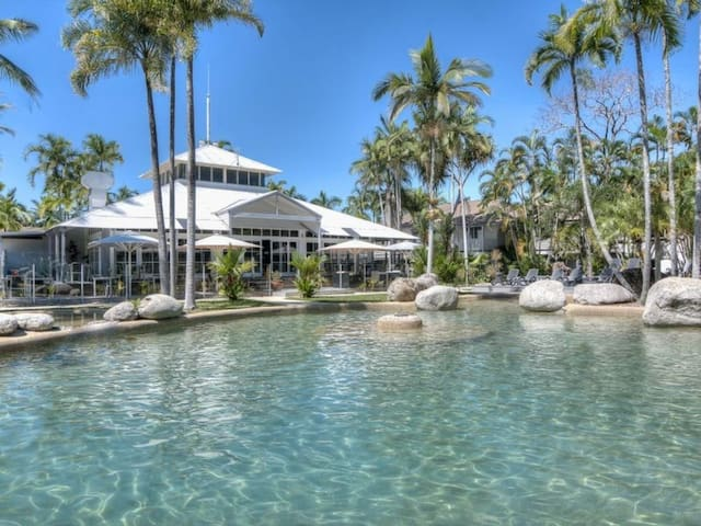 Fantastic Poolside Villa - Port Douglas - Apartment
