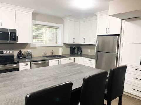 *NEW* Spacious, 2 bedroom suite in ideal location!