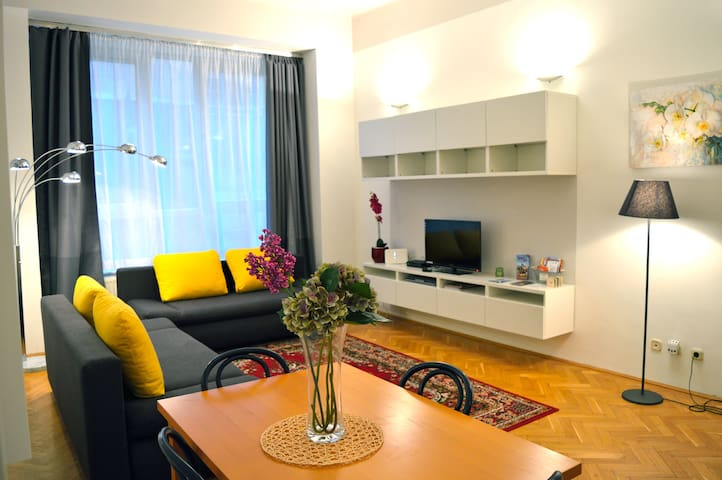 NEW VACI* RENOVATED WITH 2 BEDROOMS - Budapest - Huoneisto