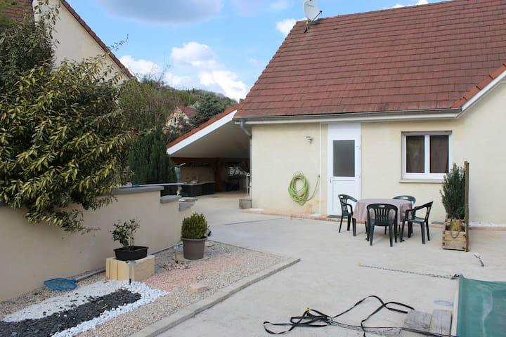 joli gite dans maison avec piscine - Fontain - Wohnung