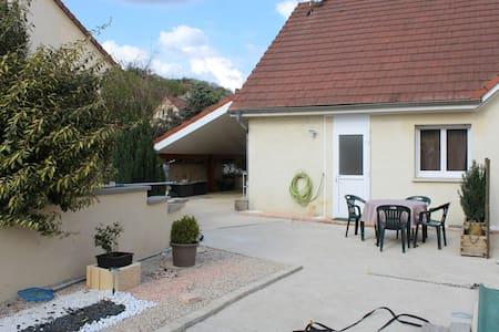 joli gite dans maison avec piscine - Fontain