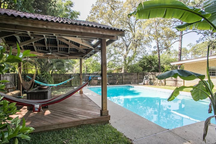 Private Paradise Family friendly POOL HOME!