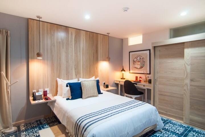 Deluxe & comfortable Bedroom 3 blocks from beach