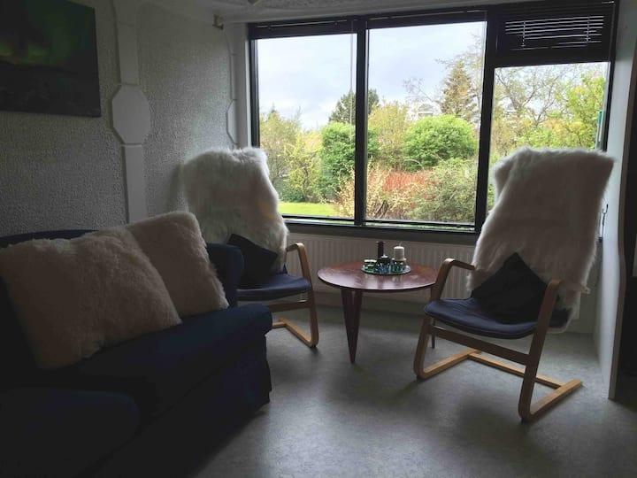 Very cozy apartm in Reykjavík suburb, free parking