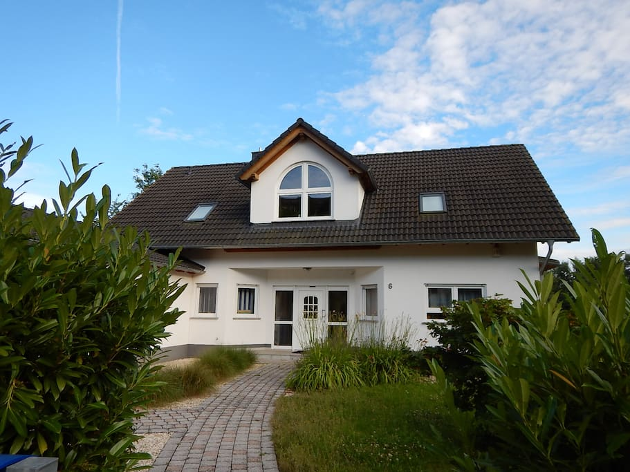 Gro es haus freistehend big house detached houses for Big houses in germany