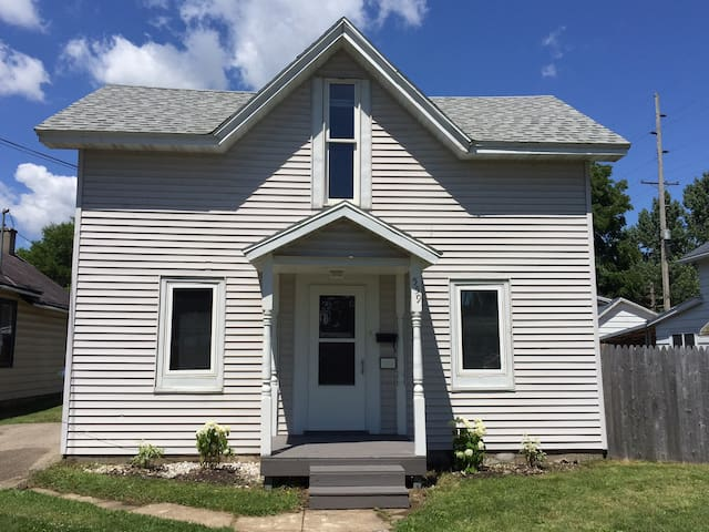 Cozy House Near Winona State and Lake Park