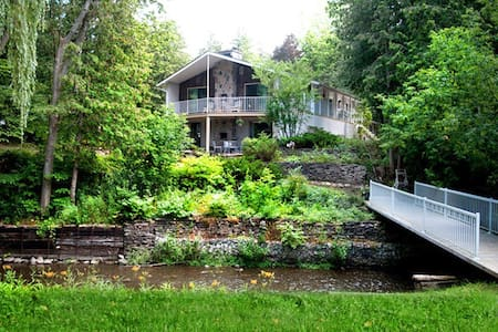 4 acres very private whole property - Barrie - 独立屋