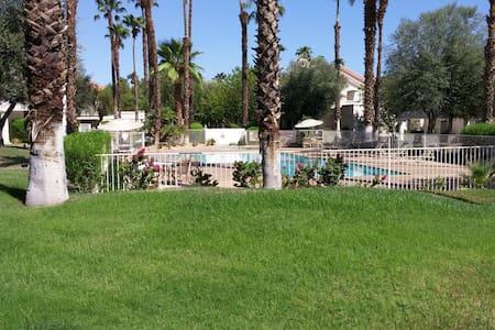 2 Bedroom - Desert Falls CC - Palm Desert - Hus