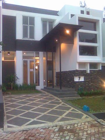 A comfy home at Royal Serpong Villa - Tangerang  - Huis