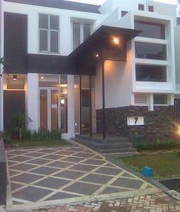 A comfy home at Royal Serpong Villa - Tangerang
