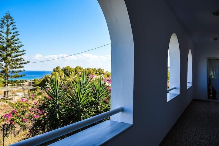 Villa Pasiphae in Karteros Bay - Karteros