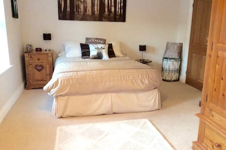 Luxurious kingsize bed with en-suite - Stockton-on-Tees - Hus