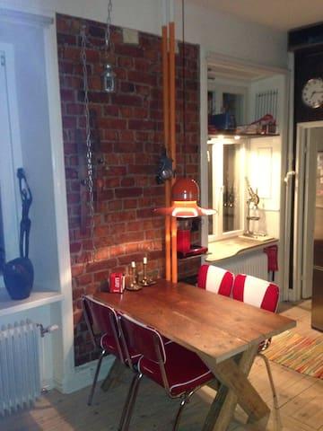 Charmig lägenhet på heta Hornstull