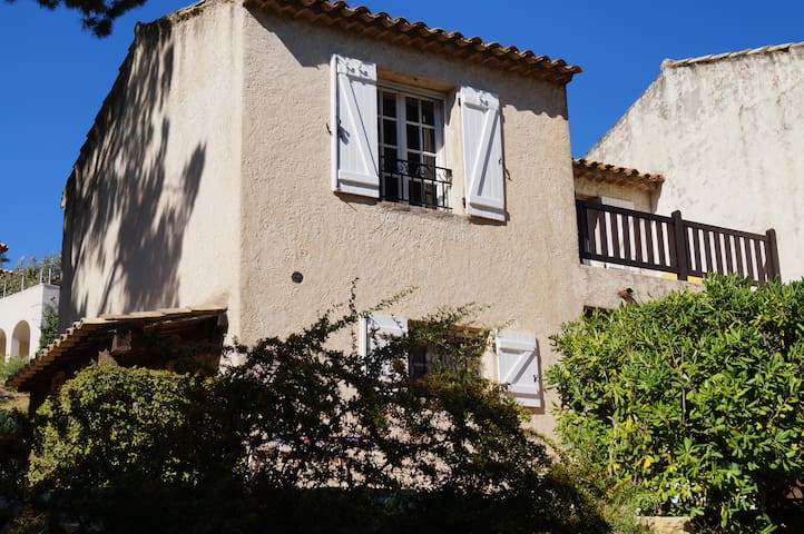 Typical house with garden and pool - Sainte-Maxime - Hus