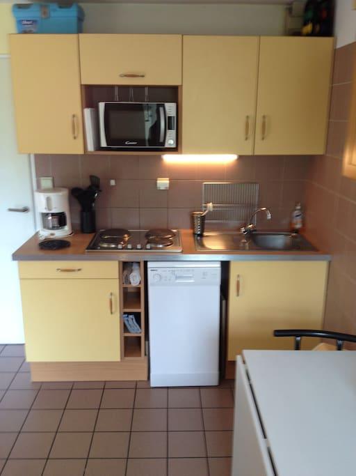 Kitchen (microwave, dishwasher, 4 ring hob)