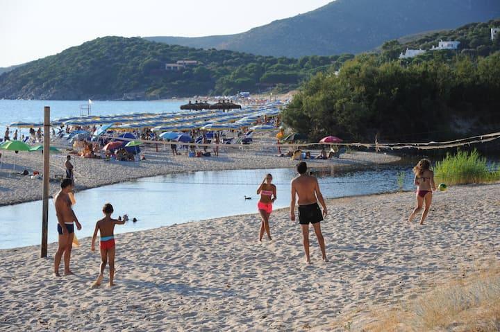 Sardinia for families, relax near the beach
