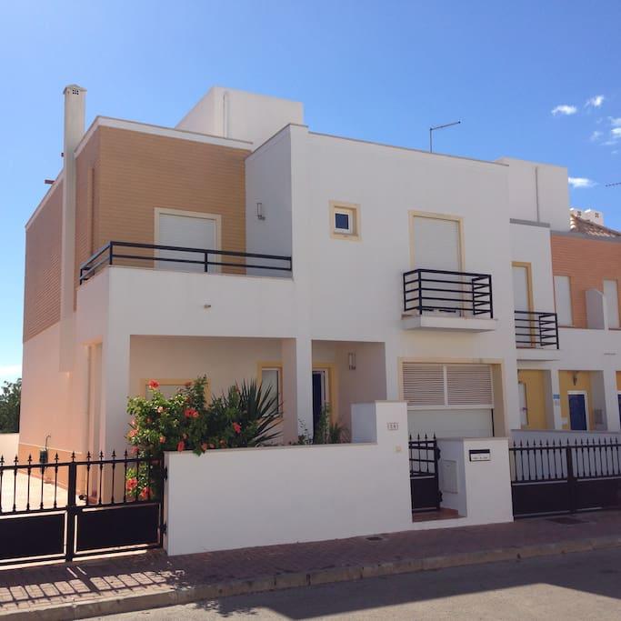 Belle maison de vacances terrasse houses for rent in tavira faro portugal - Belles terrasses maison ...