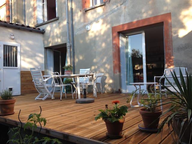 Appart 90m2 avec chemin e jardin appartements louer for Jardin 90m2