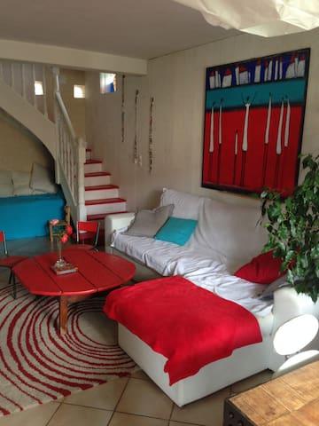 Chambre à Millau dans maison+jardin - Millau - Casa