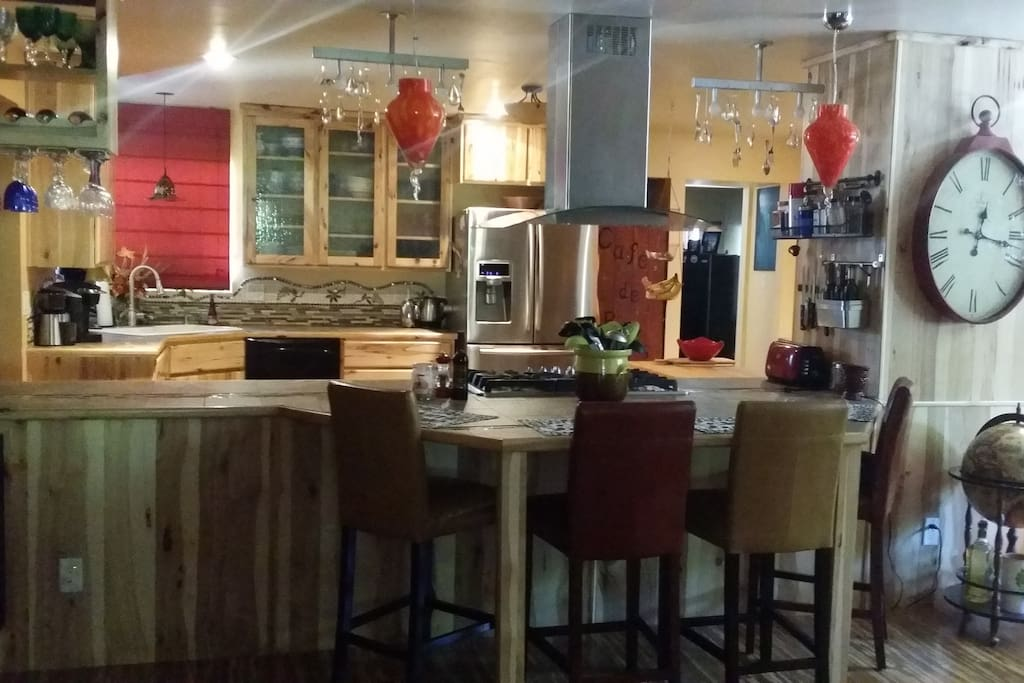 Gourmet Kitchen with snack bar