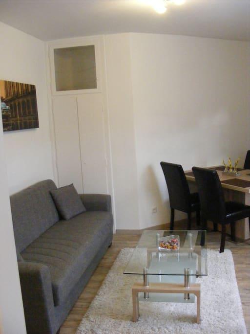 sch ne 3 zimmerwohnung in stuttgart apartments for rent in stuttgart bw germany. Black Bedroom Furniture Sets. Home Design Ideas