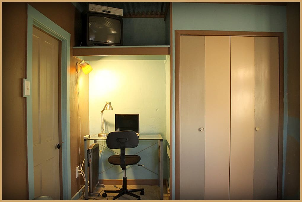 'La Solita' is equipped with a small desk, TV, DVD player, and large closet for additional storage.
