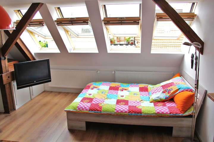 Well located cosy, bright and quiet Penthouse Loft